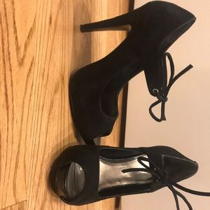 Nine West peep toe platform shoe